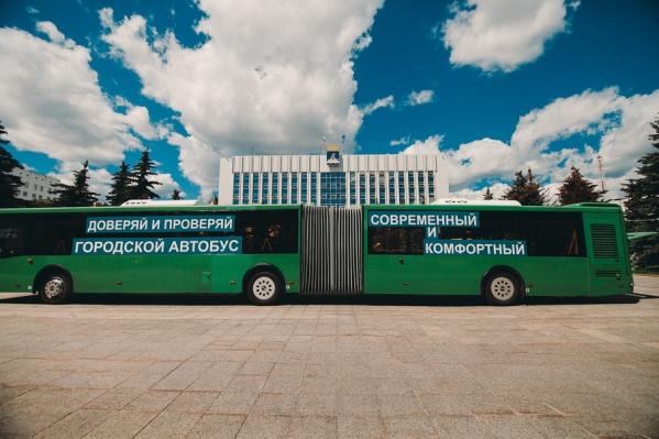 Автобус «гармошка» вмещает 193 пассажира