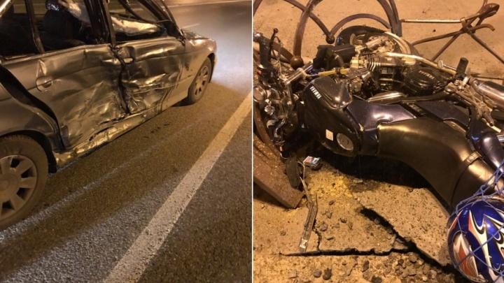 Водитель BMW, по вине которого у драмтеатра погиб байкер, заплатит семье погибшего 1 миллион