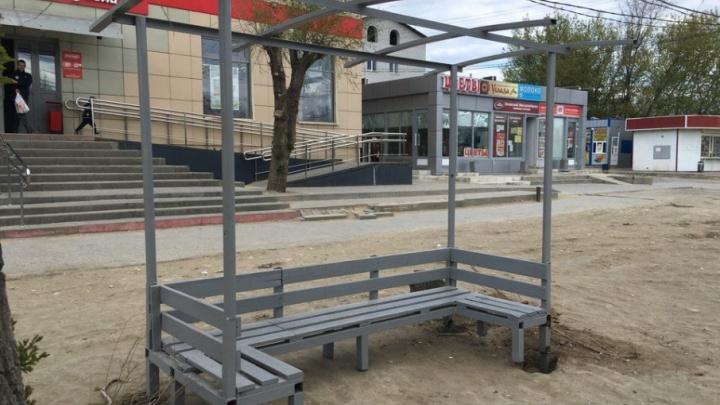 Из грязи в князи: от жителей Ангарского в Волгограде отделались остановкой-насестом