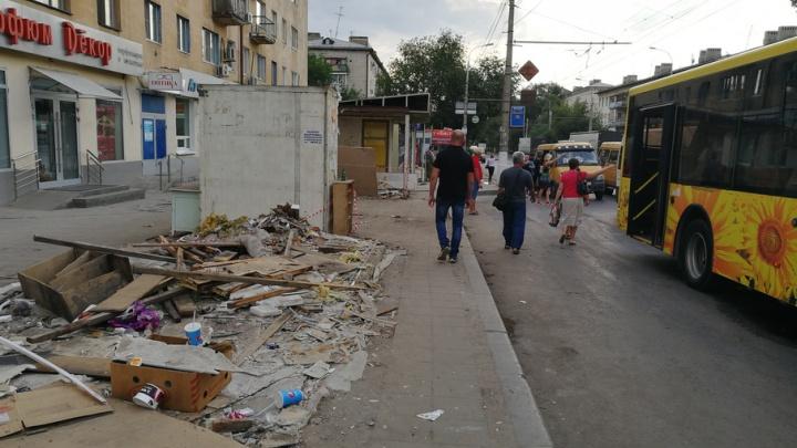 В Волгограде снесли все павильоны на остановке «Тракторный рынок»