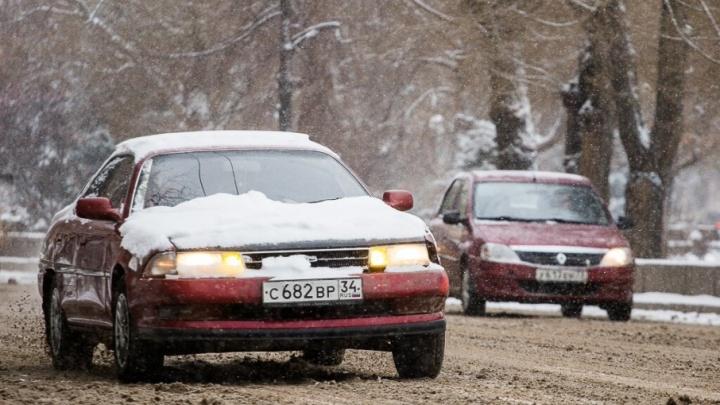 Волгоградцы опасаются заносов на заснеженных дорогах