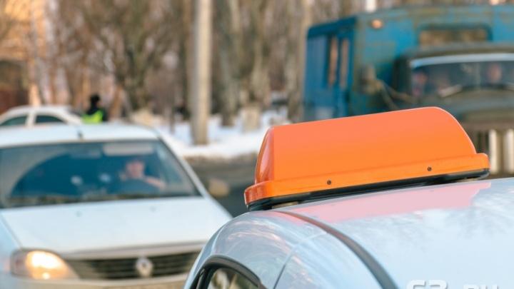 Опередили Москву: в Самаре самое дорогое такси до аэропорта