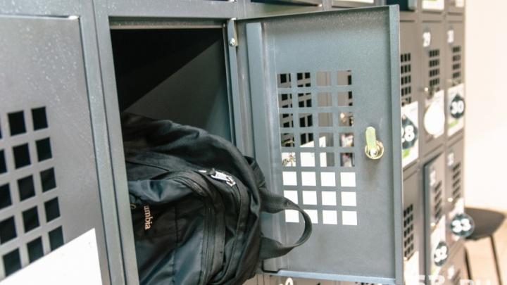 В торговом центре Самары мужчина украл из ячейки пакет с парфюмерией и футболкой