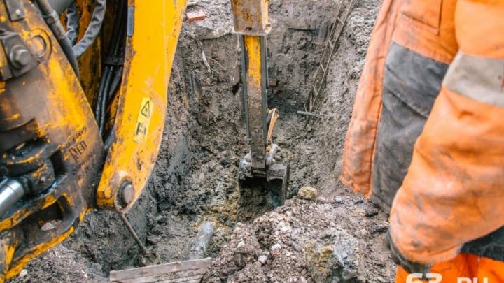 Ремонт водопровода, из-за которого затопило дублер Ново-Садовой, затянется еще на день