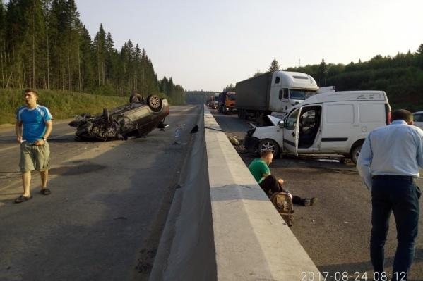 Столкновение Renault Logan с четырьмя автомобилями произошло на 21 км обхода