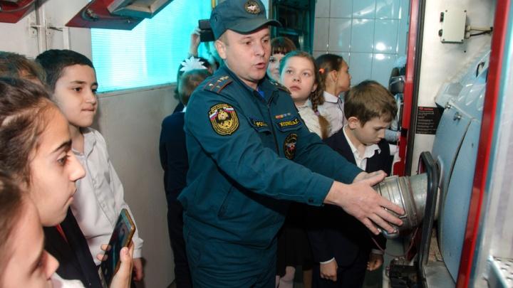 Волгоградские пожарные рассказали школьникам свои секреты