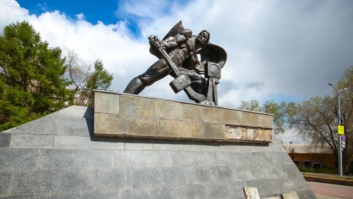 Памятник Стрелочнику в Челябинске обновят к осени
