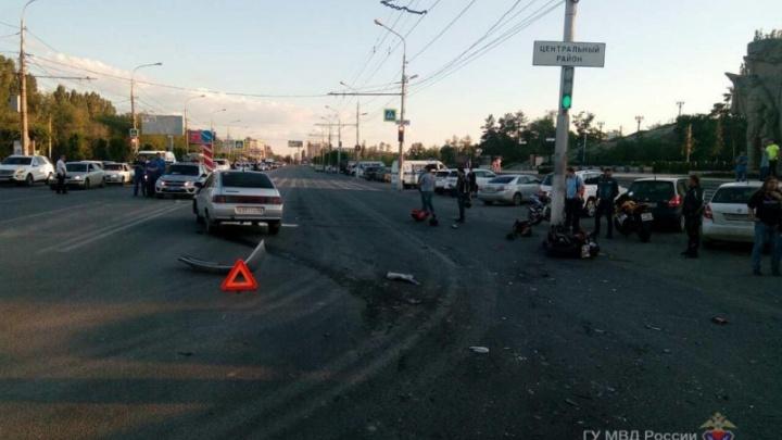 В центре Волгограда разбился мотоциклист с девочкой-пассажиркой