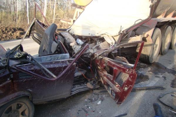 Чтобы достать водителя и пассажира, пришлось срезать крышу