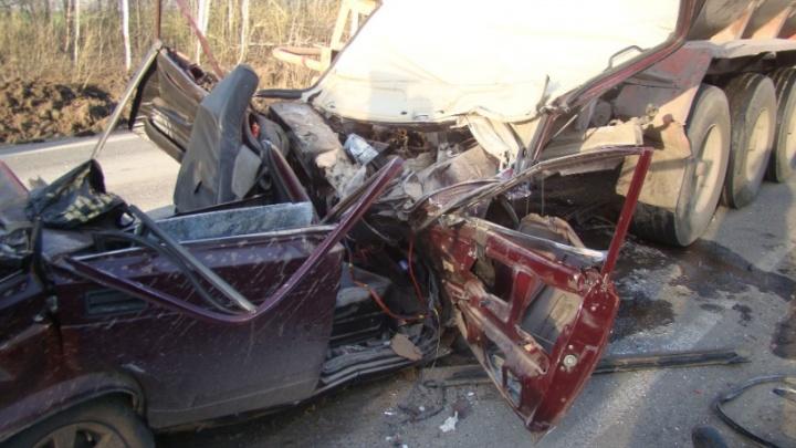 Пьяный водитель ВАЗа въехал в нефтевоз на трассе в Кинельском районе