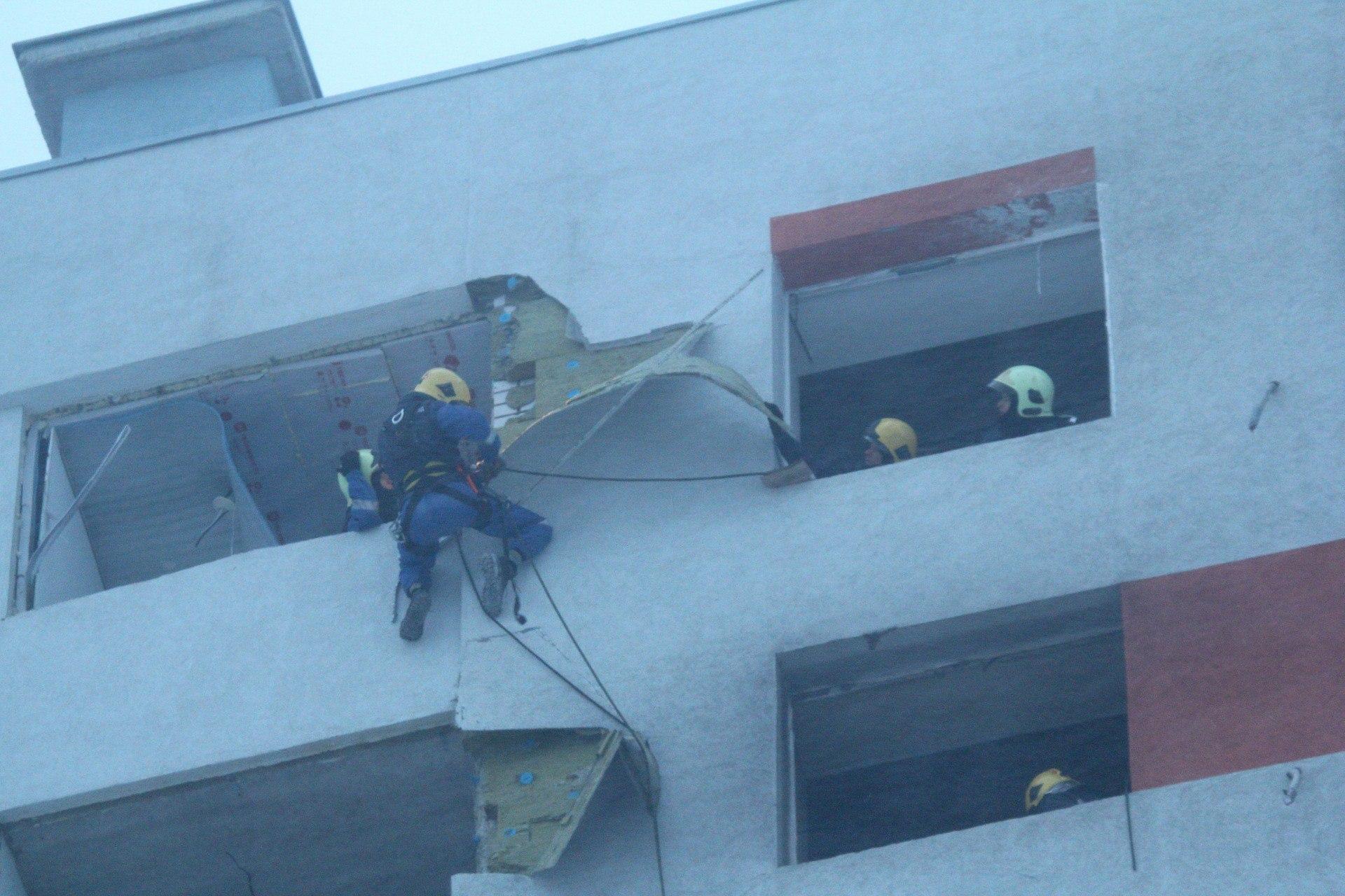 Спасатели используют альпинистское оборудование