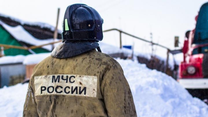 В Сызрани горел склад со стройматериалами