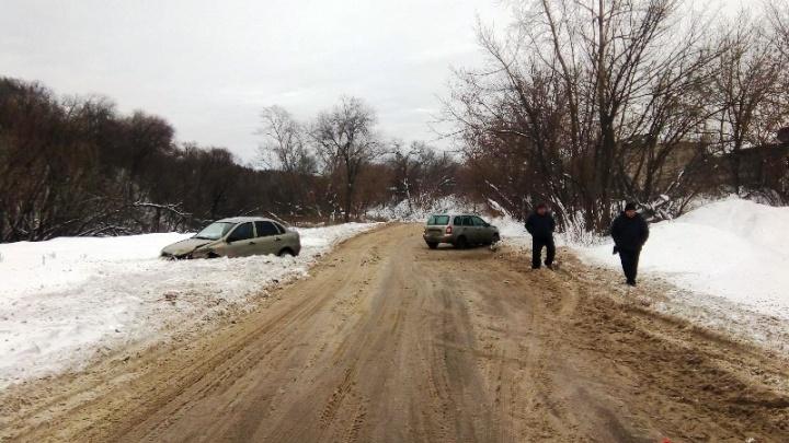 Лоб в лоб: в Самарской области водителя «Калины» выкинуло на встречную полосу