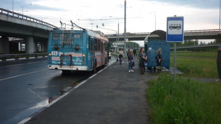 Водитель троллейбуса в Брагино покалечил пассажирку
