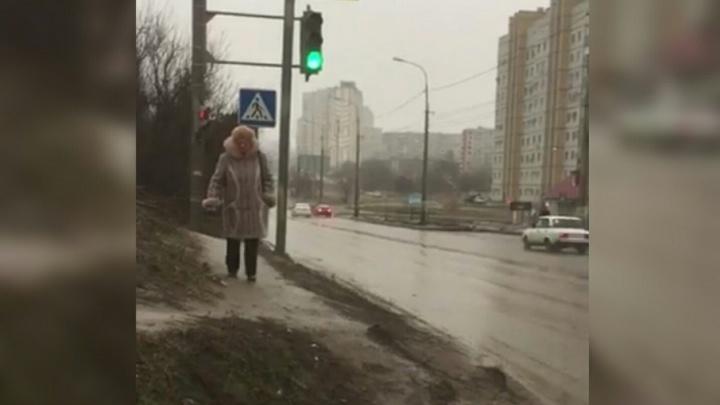 Жители Краснооктябрьского района Волгограда жалуются на смертоносный светофор