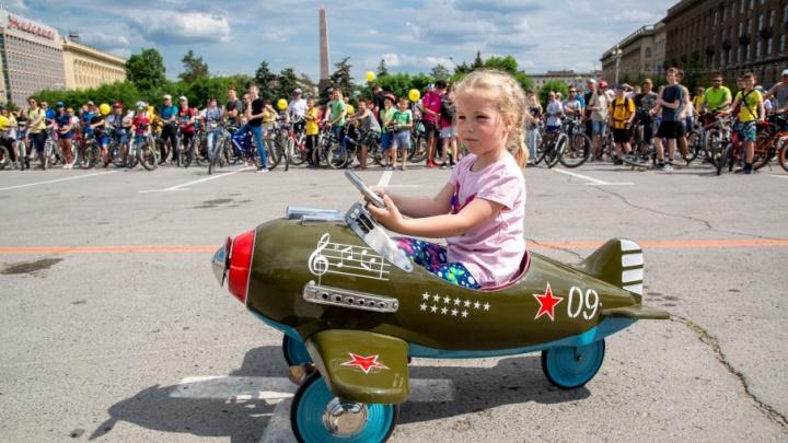 Феи и юная летчица: две тысячи велосипедистов вышли на волгоградский парад