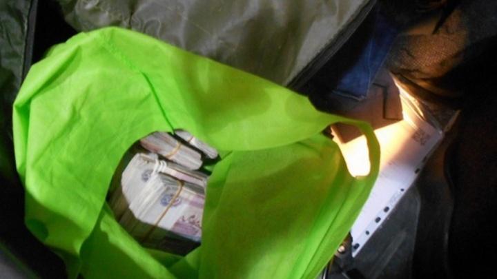 «Лада» на тридцать тысяч долларов: в Таганроге предотвращена крупная контрабанда