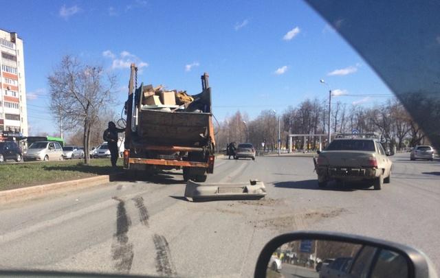 На Профсоюзной столкнулись грузовик и Daewoo Nexia