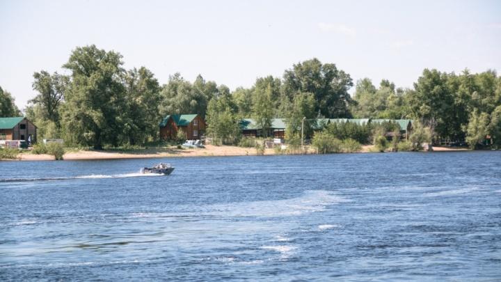 В Самаре женщина выпала из лодки на Волге и сломала позвоночник