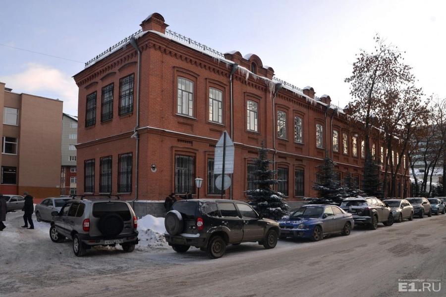 Цех пухоочистительной фабрики Генриха Перетца. Сейчас на Шейнкмана, 31 находится Уральское таможенное управление.