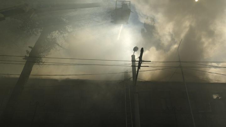 В Ростове полыхала огнем пятиэтажка