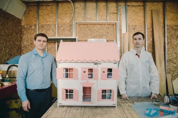 Слева — Сергей Комаров, справа — его партнер по бизнесу Владимир Кубагишев