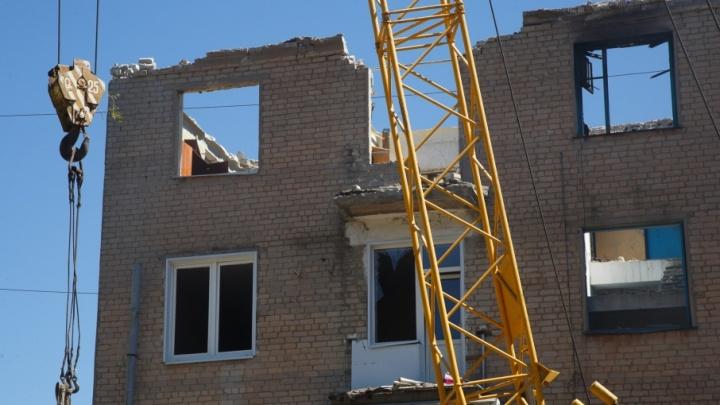 Из разрушенного взрывом дома на Университетском вытащили первые перекрытия
