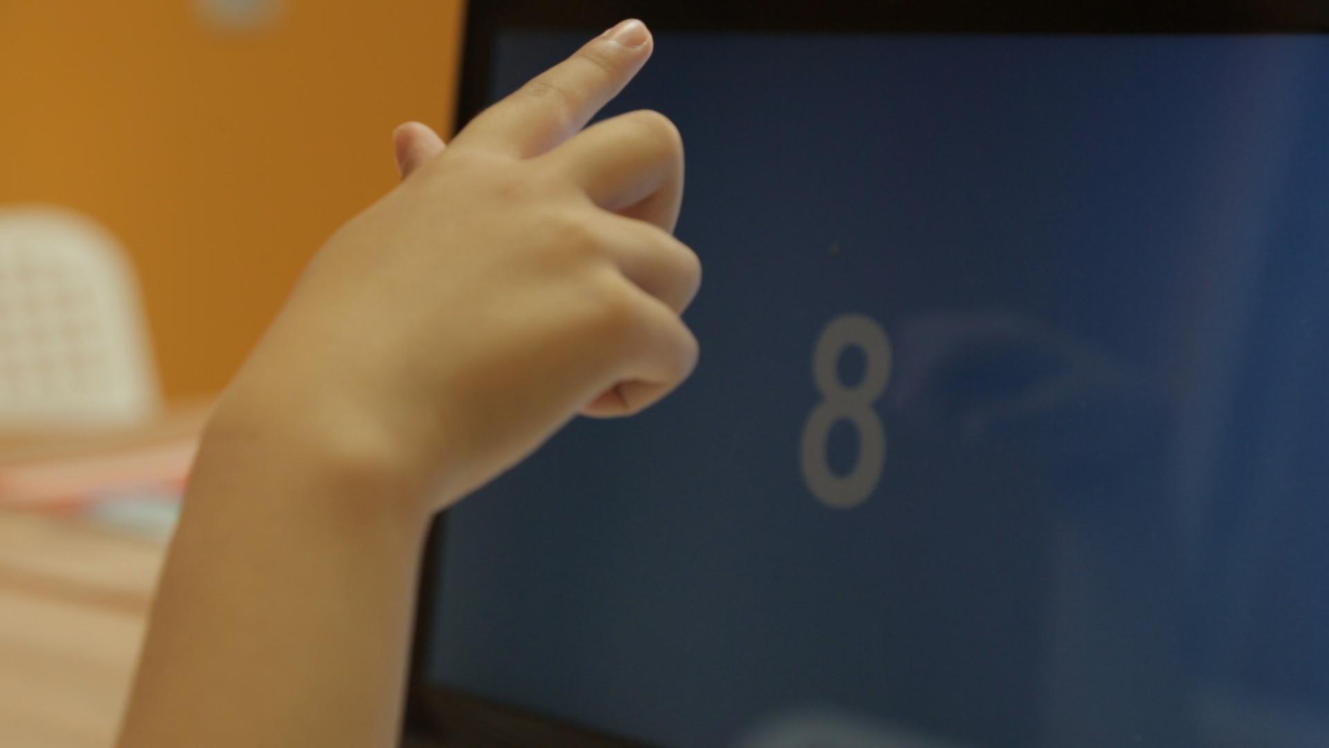 Цифры мелькают на экране с интервалом в 0,7 секунды