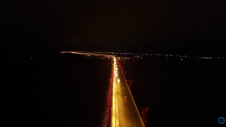 Запуск подсветки «танцующего» моста в Волгограде сняли с высоты
