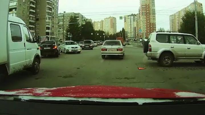Аварийные сутки на Южном Урале: снег, гололед и неуправляемые машины