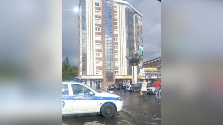 В Тольятти эвакуировали посетителей из восьми торговых центров