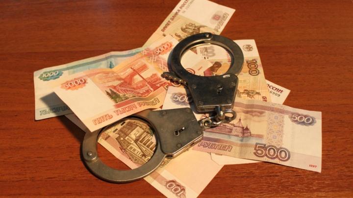 Секретарь автошколы «Учебный комбинат» присвоила более 400 тысяч рублей