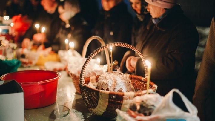 Празднование Пасхи в Знаменской церкви: 13 кадров с ночной службы