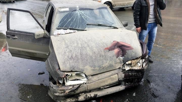 Протаранил нарушителя: на Победе столкнулись Mitsubishi и ВАЗ-2114