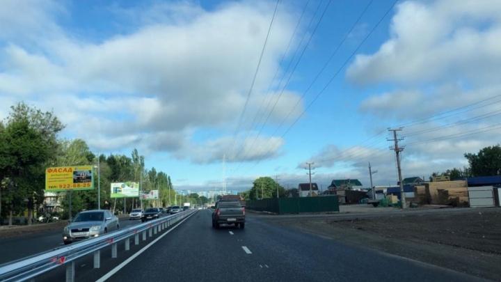 На путепровод на Красноглинском шоссе нанесли дорожную разметку