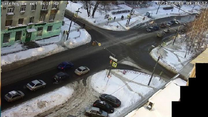 Из-за прорыва трубы в центре Ярославля затопило несколько улиц