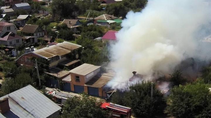 В Волгограде сгорела крыша дома четырнадцати цыган