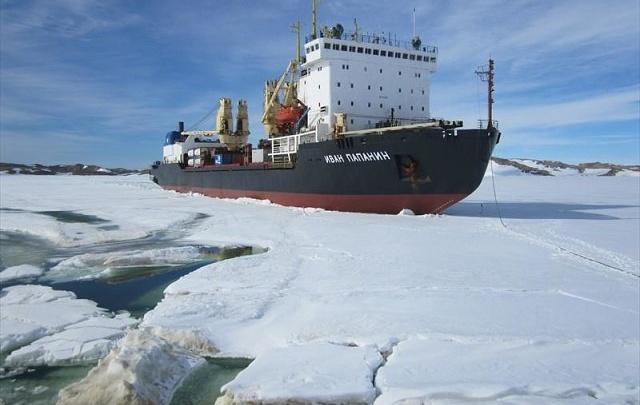 «Теплоход мог затонуть»: водолазы из Архангельска спасли в Антарктиде судно со 100 людьми на борту