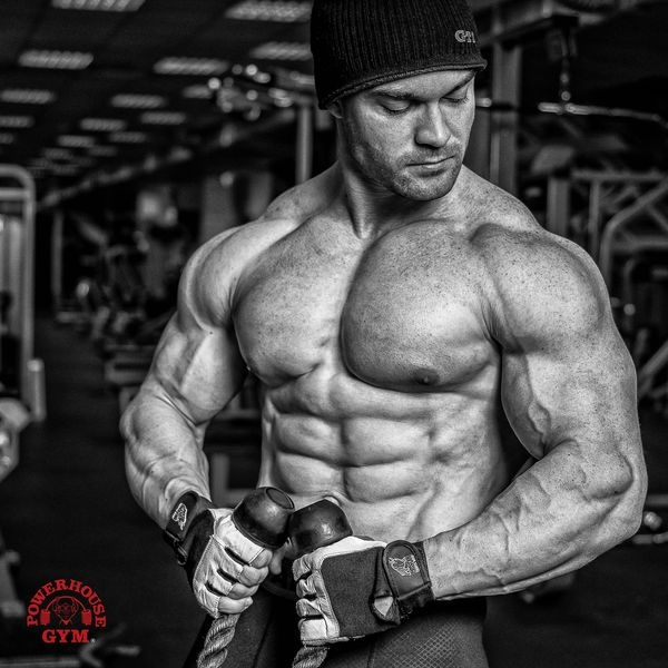 Артём Диянов,чемпион России и мира по классическому бодибилдингу.