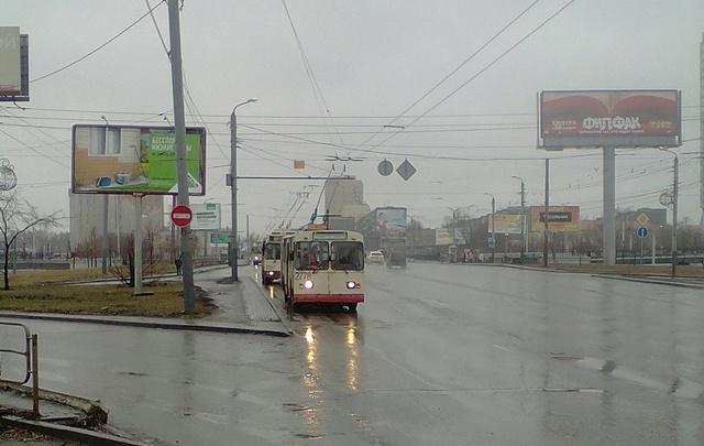 На Свердловском проспекте встали троллейбусы