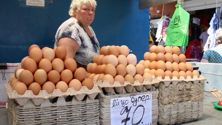 Разбитые яйца и помятые овощи: продавец о драке с бьюти-блогером на Центральном рынке