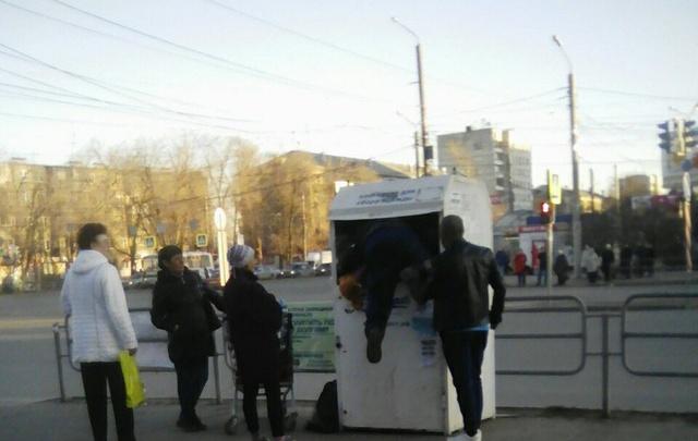 Челябинцев возмутила кража из ящиков для сбора одежды