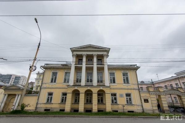 Улица Чапаева усыпана памятниками архитектуры.
