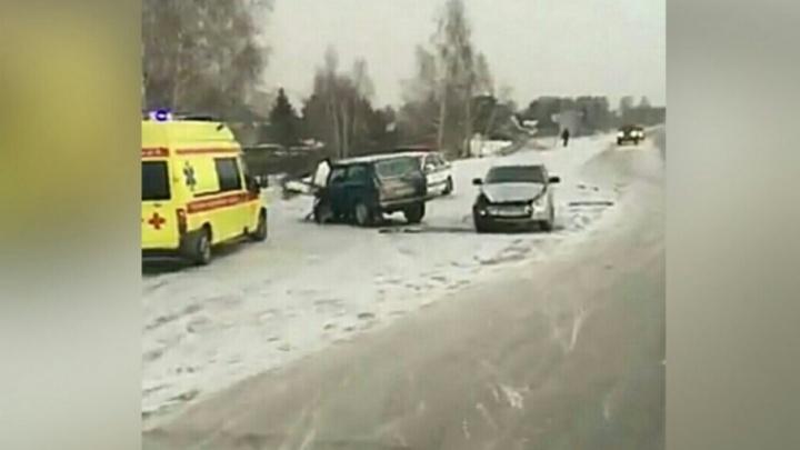 В утреннем ДТП на Велижанском тракте пострадали два человека