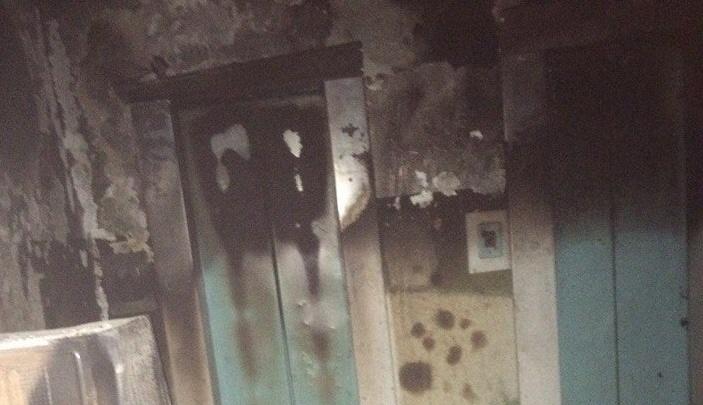 Из-за ночного пожара в подъезде на улице Республики эвакуировали 78 человек