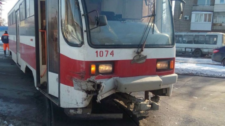 ПАЗик  протаранил трамвай: в ДТП на Гагарина пострадали трое