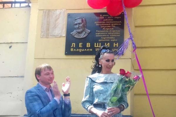 Вдова режиссера ждала появления таблички около пяти лет