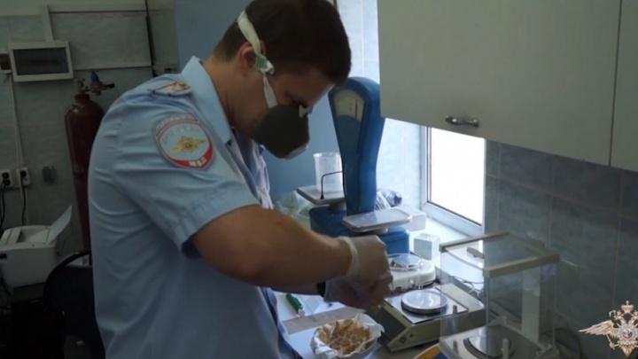 Снабжали всю Россию: подпольная нарколаборатория в Шахтах работала в промышленных масштабах