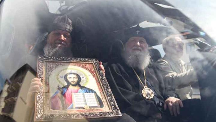 Ярославский митрополит провел крестный ход на вертолете