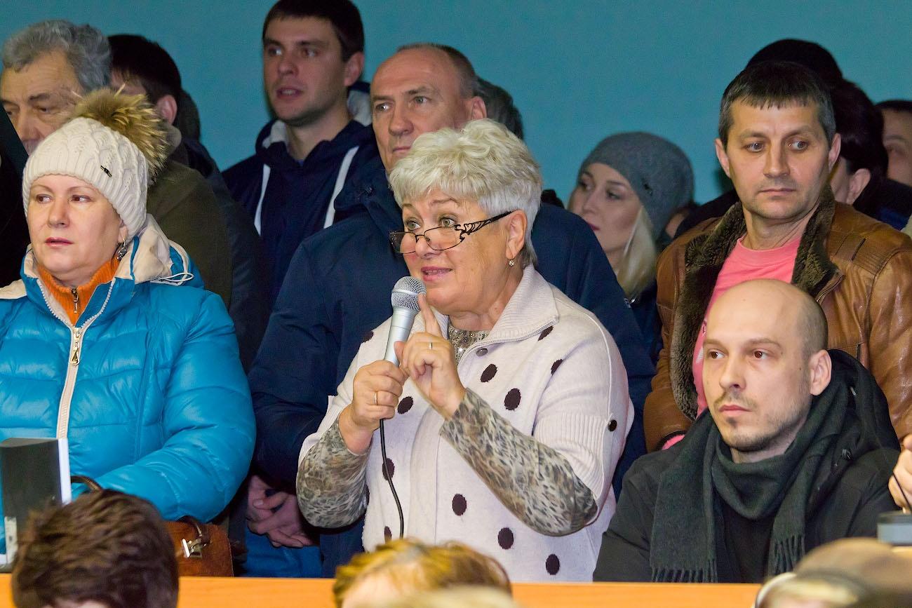 Первой из садоводов взяла слово председатель СНТ «Петушок» Галина Котова, её речь встретили аплодисментами
